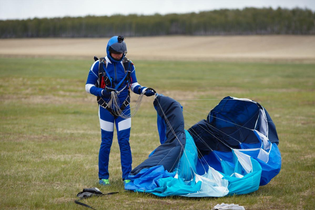 Cómo plegar o doblar un paracaidas