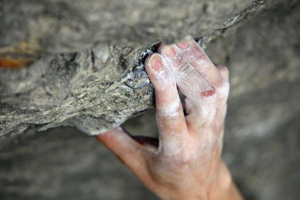 Estiramiento dedos escalada