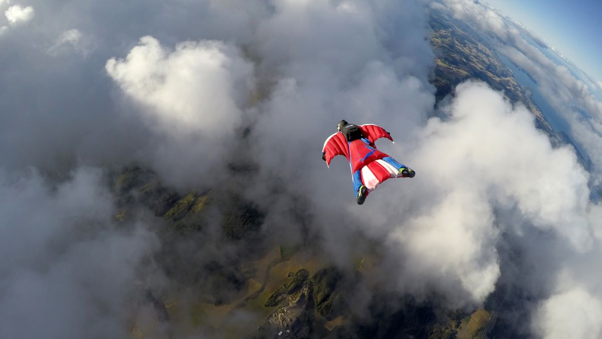 Wingsuit flying