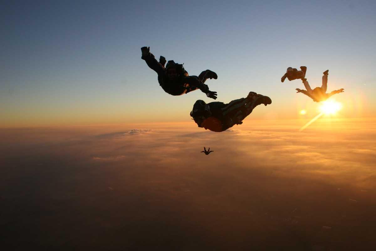 cuanto cuesta saltar en paracaidas